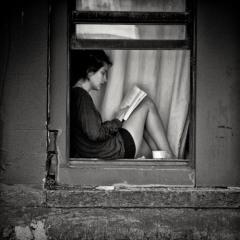 Edition_lecture_livre_n&b_passion_art_fenêtre